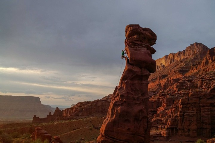 National-Geographic-photographer-Stephen-Alvarez-Lizard_Rock-Fisher_Towers
