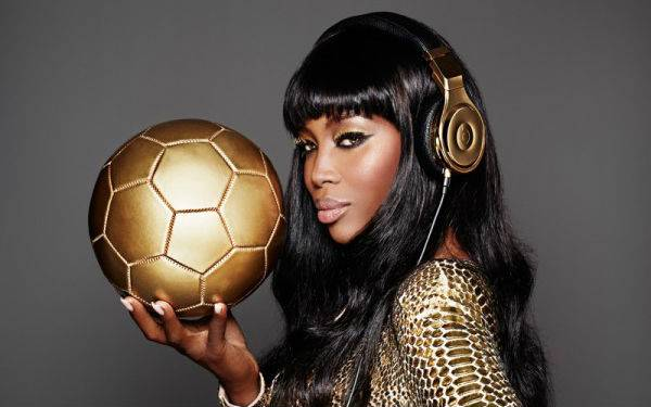 naomi-cambell-beats-dre-world-cup-gold3-600x450