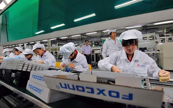 Foxconn and Sharp announce expansion of business relations