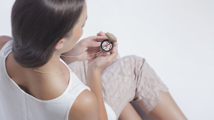 artefact-purple-locket-designboom01