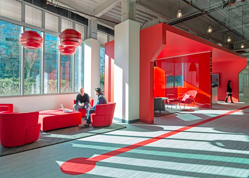 14-03-01-design-blitz-finishes-comcast-office-in-red-designboom-02