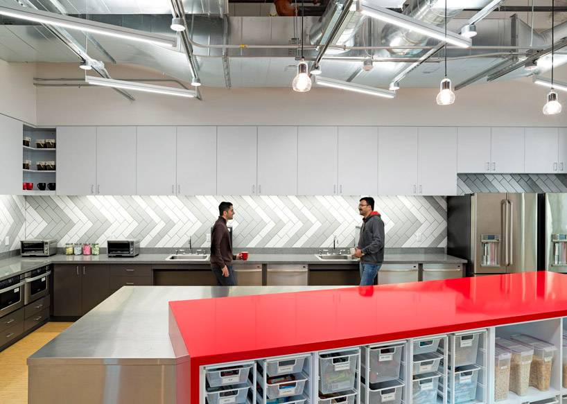14-03-01-design-blitz-finishes-comcast-office-in-red-designboom-03