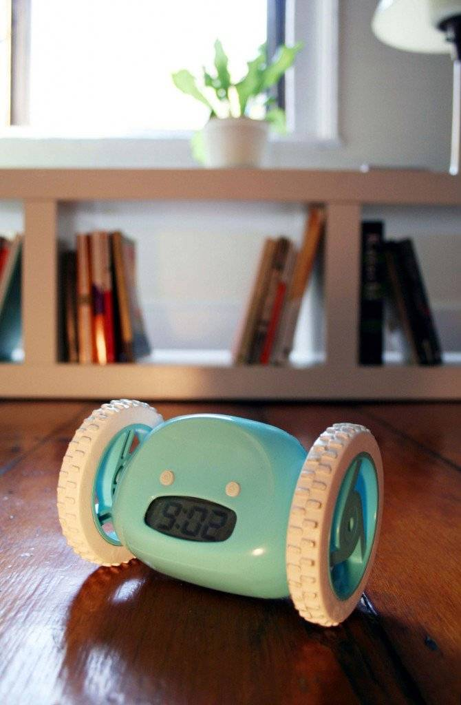 clocky-robotic-wheeled-alarm-clock-2