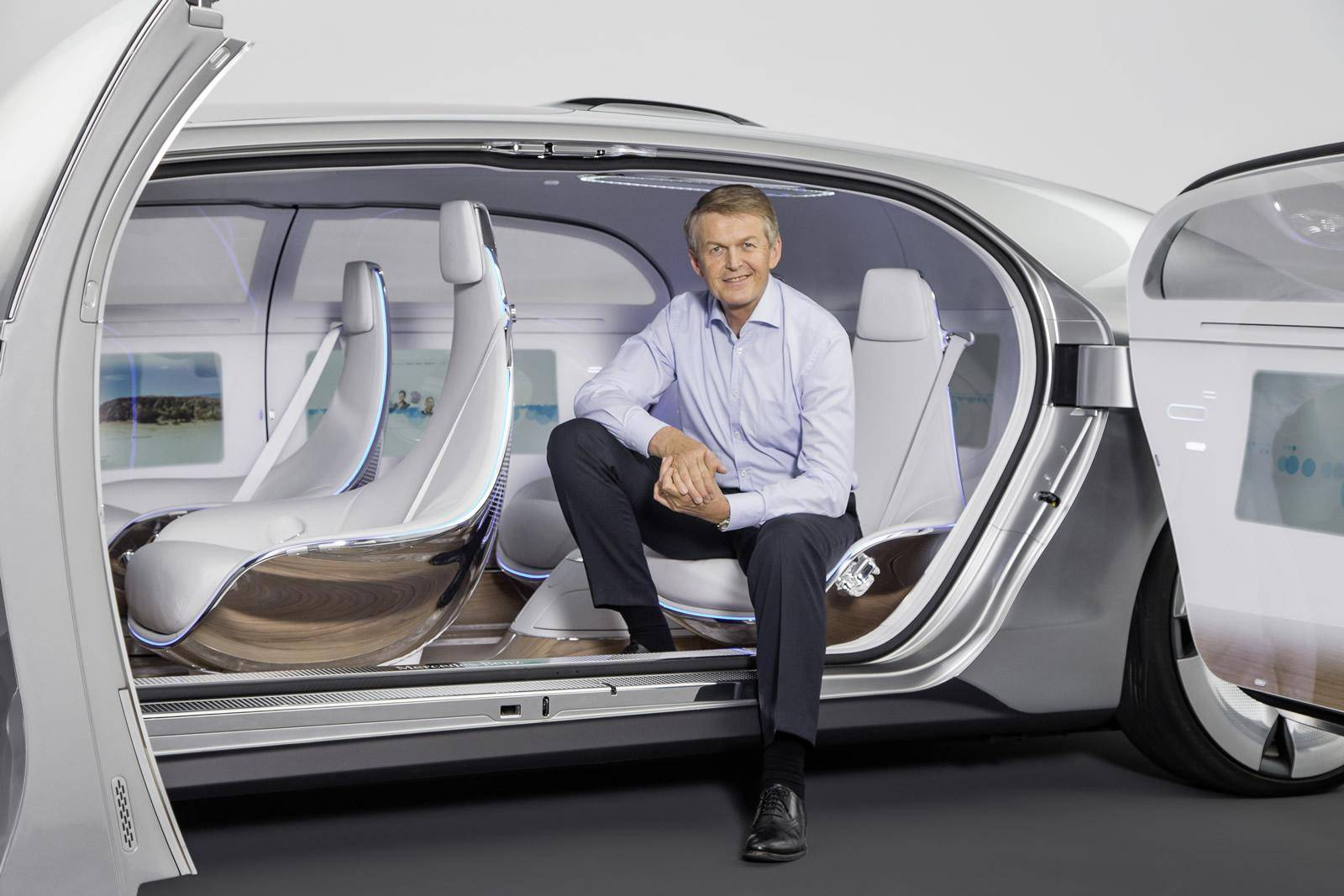 mercedes-benz-f015-luxury-in-motion-concept-2015-consumer-electronics-show_100495734_h