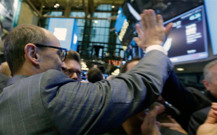 dick-costolo-high-five-twitter_1