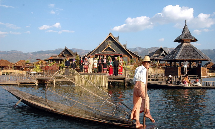 front-myanmar-treasure-resort-Inle-lake-myanmar