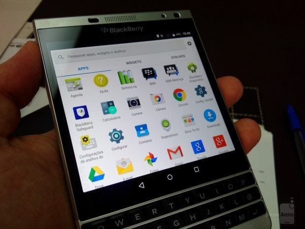 BlackBerry-Passport-Silver-running-Google-Android-anyone
