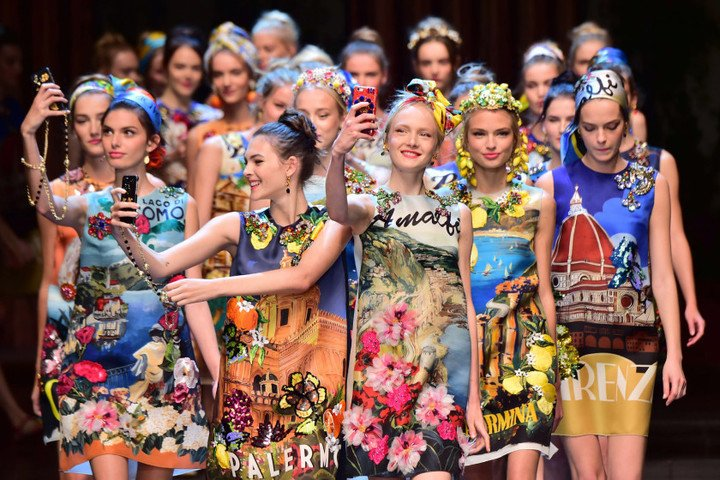 Models present creations for fashion house Dolce Gabbana during the women Spring / Summer 2016 Milan's Fashion Week on September 27, 2015 in Milan.   AFP PHOTO / GIUSEPPE CACACEGIUSEPPE CACACE/AFP/Getty Images
