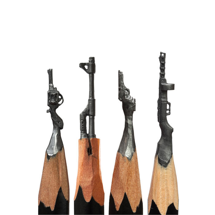 Amazing-Micro-Sculptures-Carved-From-Pencil-Tip-By-Salavat-Fidai19__700