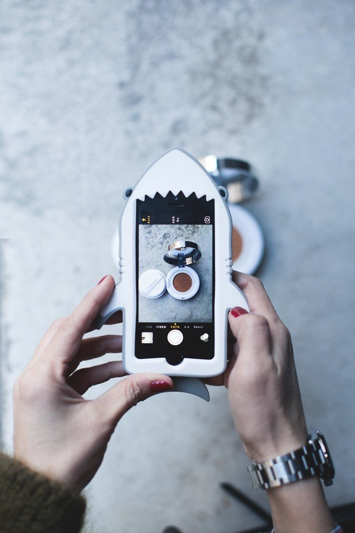 iphone_case_stella_McCartney_shark-750x1125