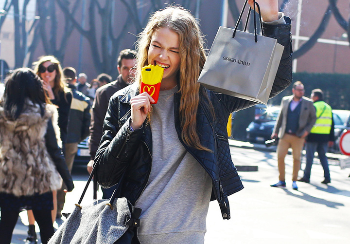 moschino-mcdonalds-french-fry-iphone-case