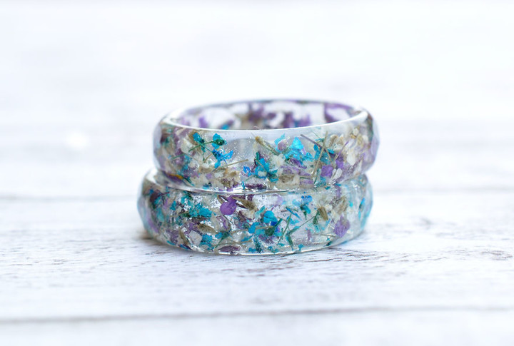 i-create-resin-jewelry-with-real-dried-flowers-3__880