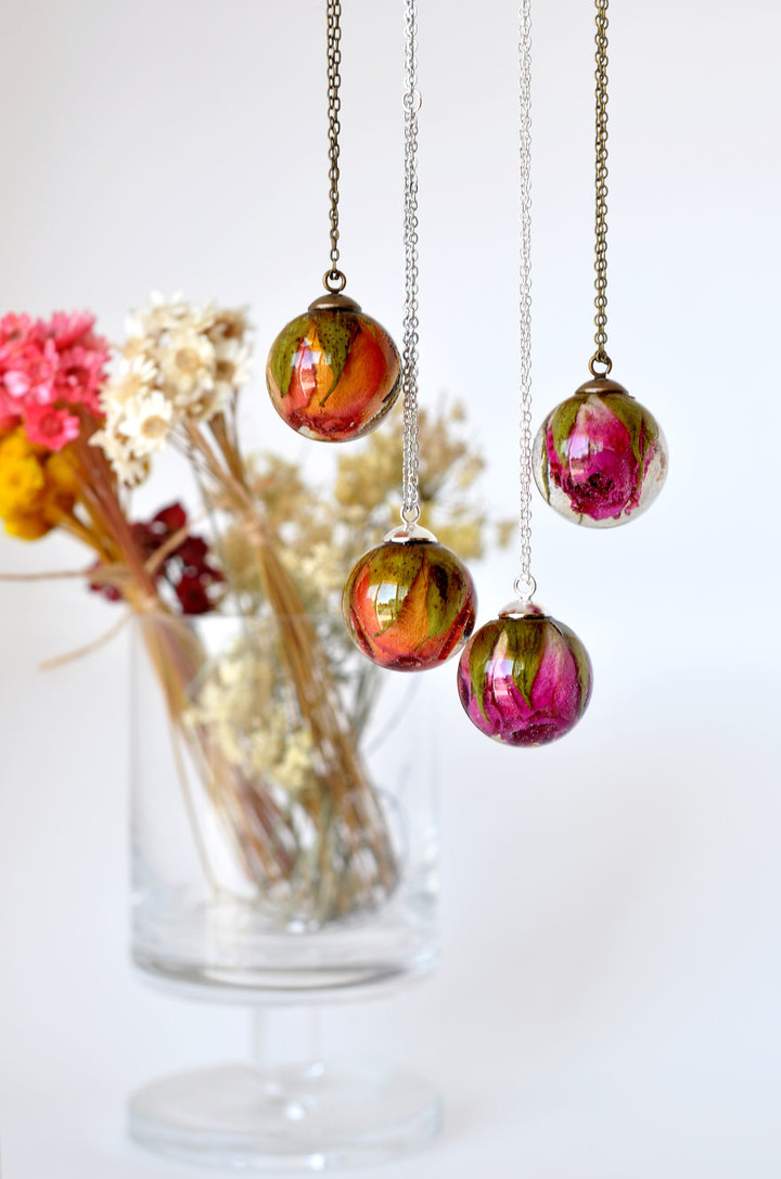 i-create-resin-jewelry-with-real-dried-flowers-6__880