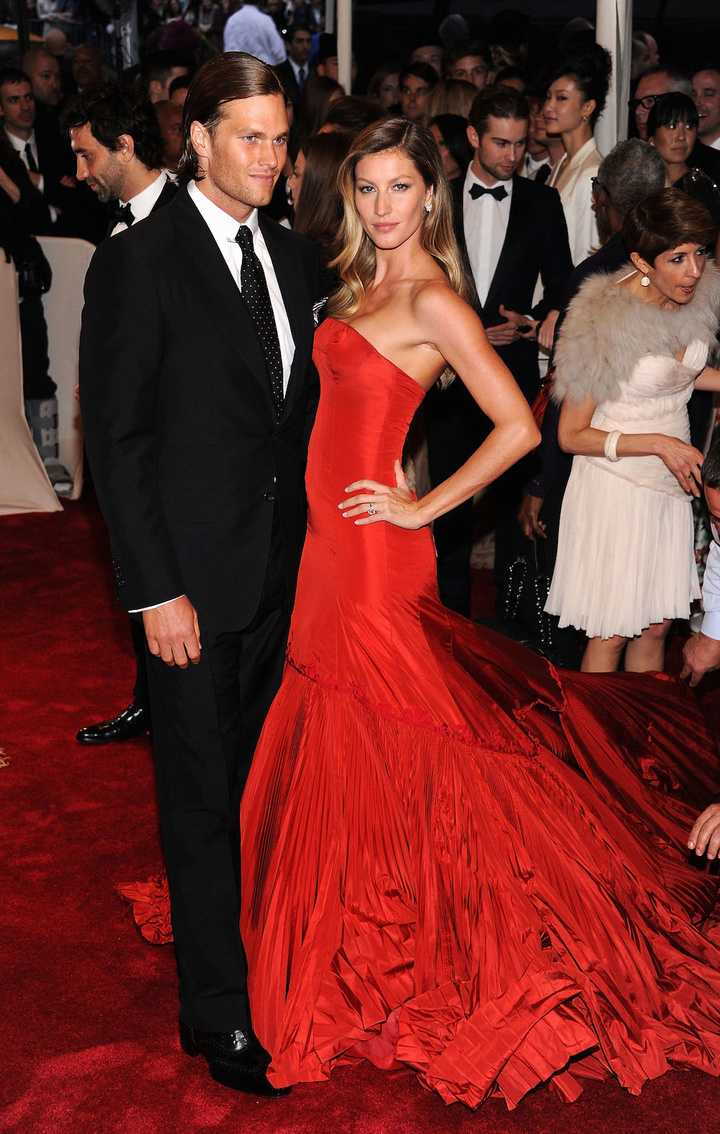 """Model Gisele Bundchen (L) and NFL player Tom Brady (R) attends the """"Alexander McQueen: Savage Beauty"""" Costume Institute Gala at The Metropolitan Museum of Art on May 2, 2011 in New York City. """"Alexander McQueen: Savage Beauty"""" Costume Institute Gala At The Metropolitan Museum Of Art - Arrivals The Metropolitan Museum of Art New York, NY United States May 2, 2011 Photo by Dimitrios Kambouris/FilmMagic.com To license this image (64560324), contact FilmMagic.com"""