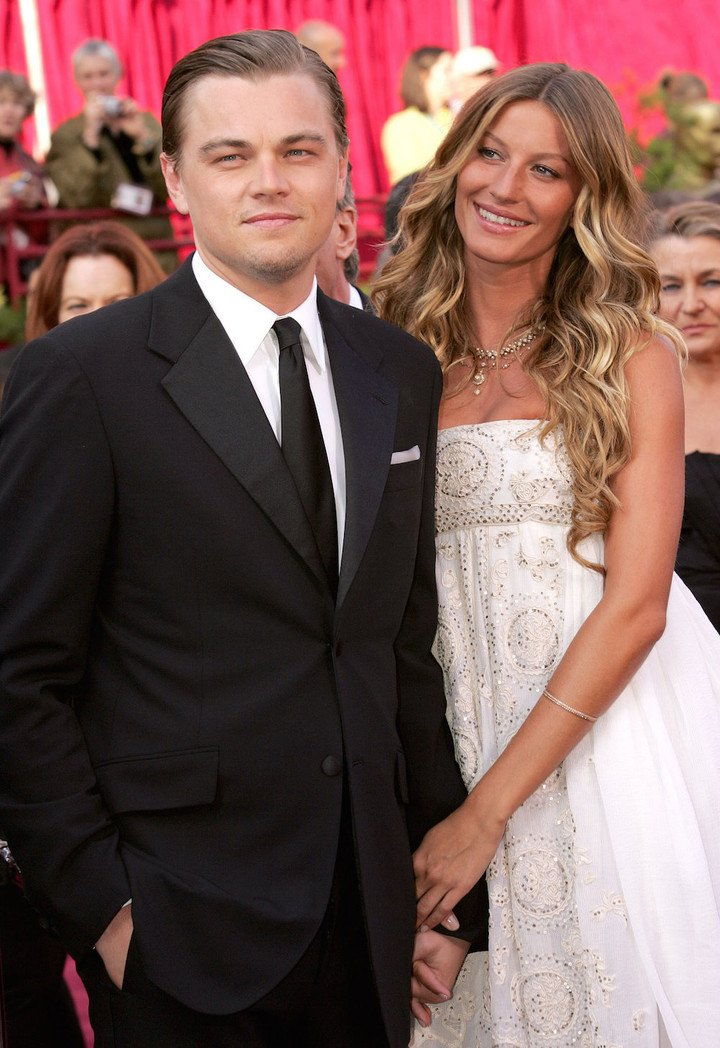 March-2005-Academy-Awards-Leo-walked-red-carpet