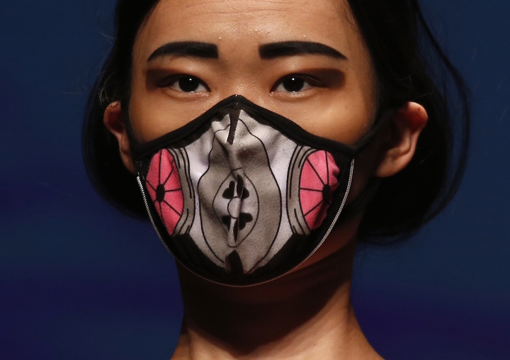 A model presents a creation by Hong Kong and Beijing based British designer Nina Griffee, which includes a designer Vogmask with air filters providing protection from PM 2.5 particles, at the Hong Kong Fashion Week for Spring and Summer 2015, in Hong Kong July 8, 2014.  REUTERS/Bobby Yip  (CHINA - Tags: FASHION ENVIRONMENT)