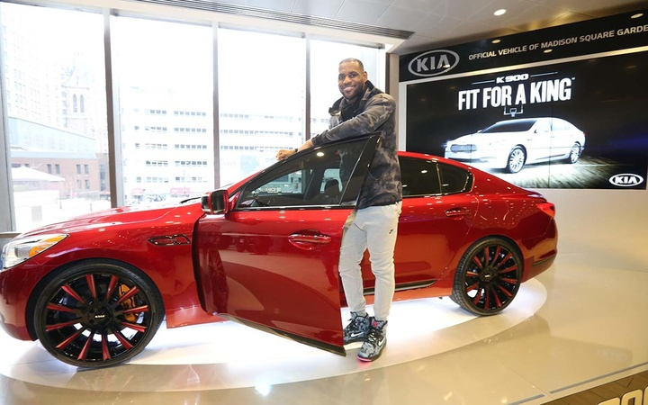 one-of-kia-k900-customized-by-lebron-james-goes-to-auction-for-charity-94792_1