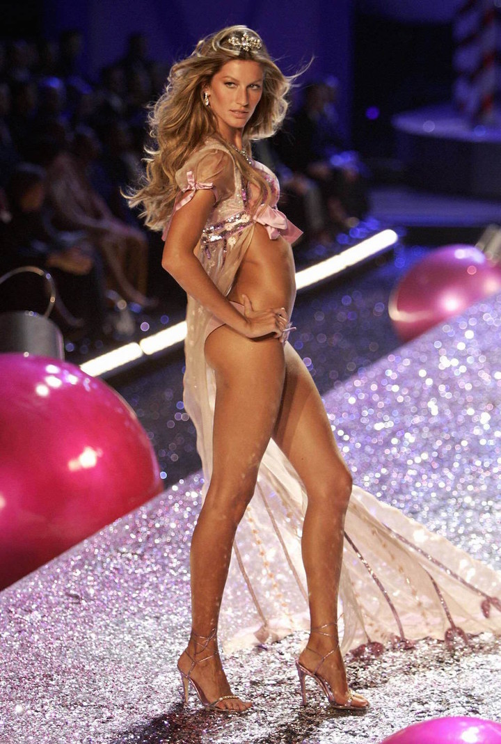 New York, UNITED STATES:  Supermodel Gisele Bundchen appears on stage during the  Victoria's Secret Fashion Show in New York 09 November 2005. The show will be televised on CBS on 06 December 2005.  AFP PHOTO/Timothy A. CLARY  (Photo credit should read TIMOTHY A. CLARY/AFP/Getty Images)