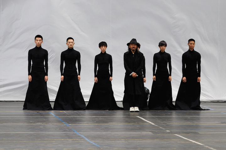 PARIS, FRANCE - JUNE 28:  Designer Yohji Yamamoto and dancers stand on the runway during the Y3 Menswear Spring/Summer 2016 show as part of Paris Fashion Week on June 28, 2015 in Paris, France.  (Photo by Thierry Chesnot/Getty Images)