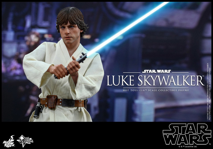 hot-toys-star-wars-luke-skywalker-holding-lightsaber