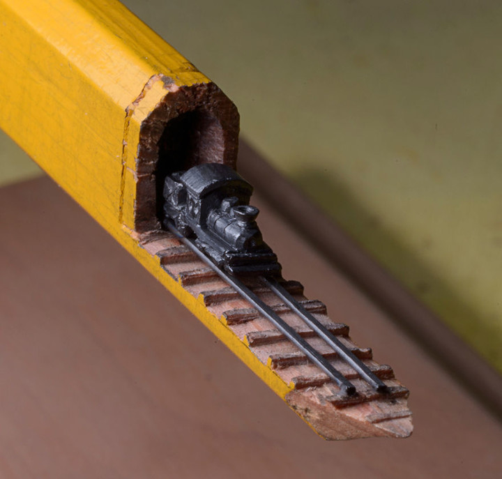 i-found-a-carpenter-pencil-in-the-shop-and-turned-it-into-a-train-3__880