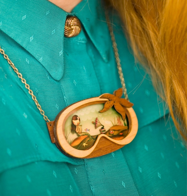 we-create-fairy-tale-inspired-necklaces-with-tiny-scenes-inside-2__880