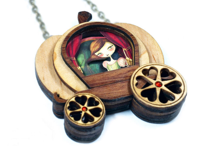 we-create-fairy-tale-inspired-necklaces-with-tiny-scenes-inside-7__880