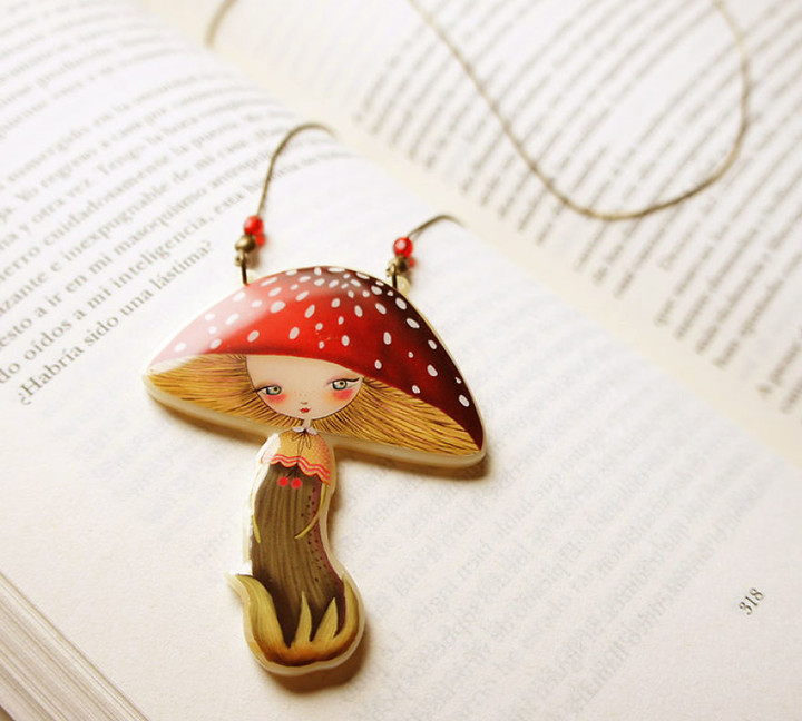 we-create-fairy-tale-inspired-necklaces-with-tiny-scenes-inside-9__880