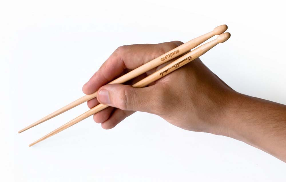 10826_chopsticks-with-hand2