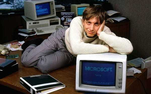 bill-gates-desk-picture