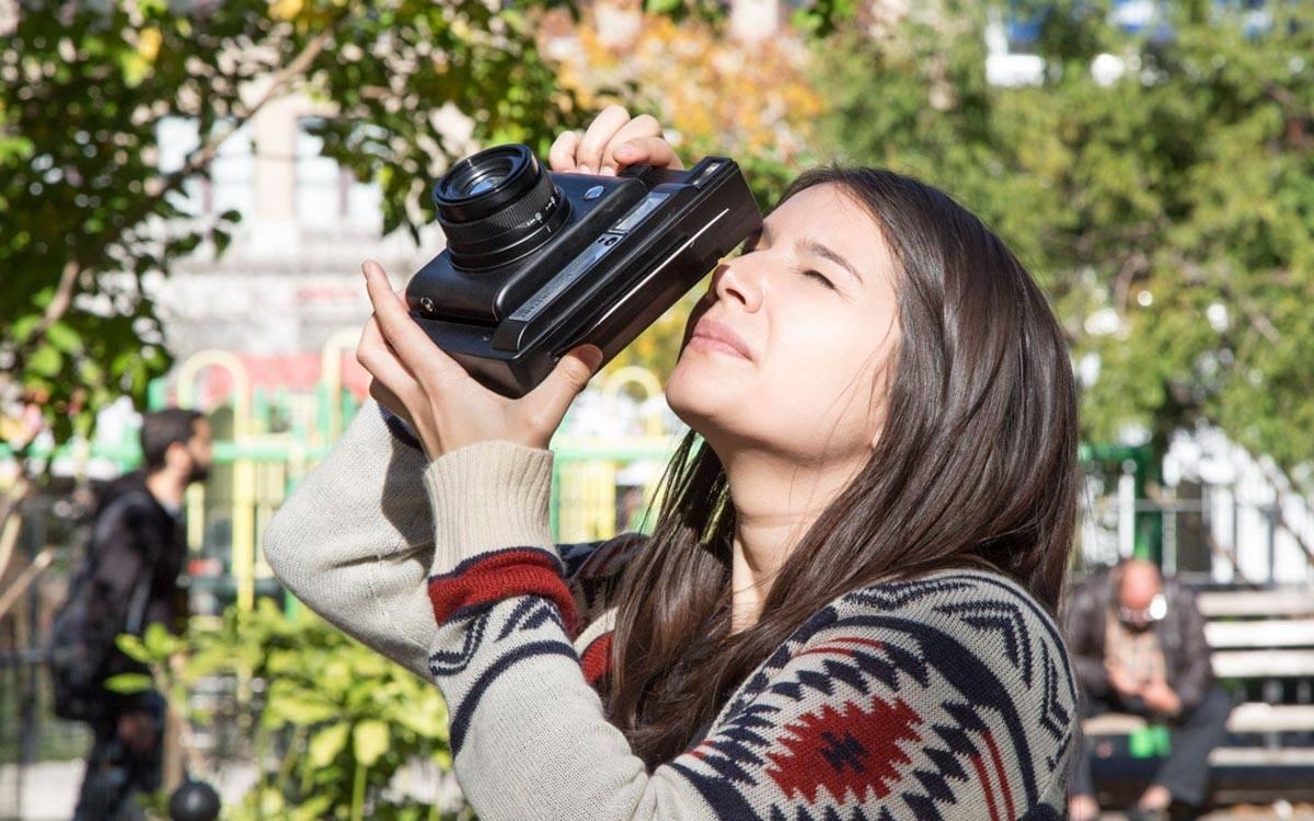 """爱范儿手把手教你,如何用一个纸盒自制""""拍立得""""相机"""