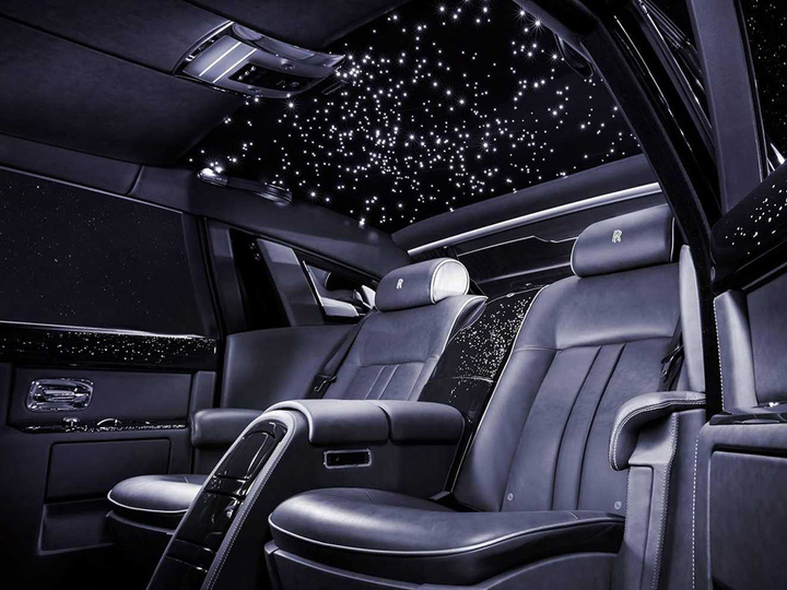 the-446-diamonds-planted-in-this-rolls-royce-are-not-its-craziest-feature