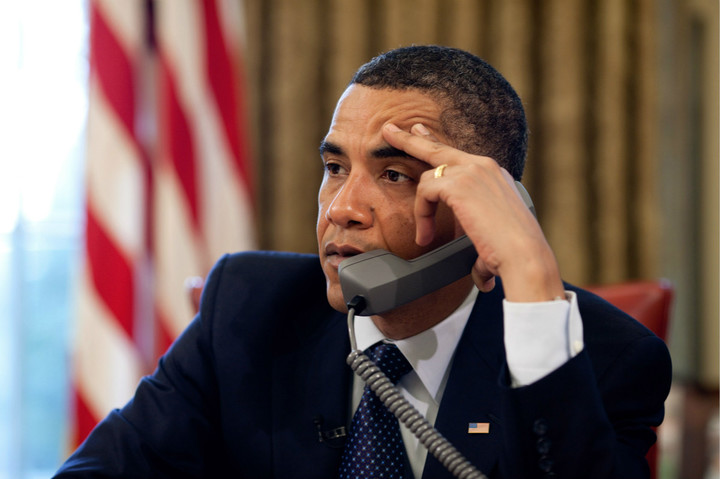 0519-0906-2410-5525_president_barack_obama_talking_on_the_phone_o_meitu_3