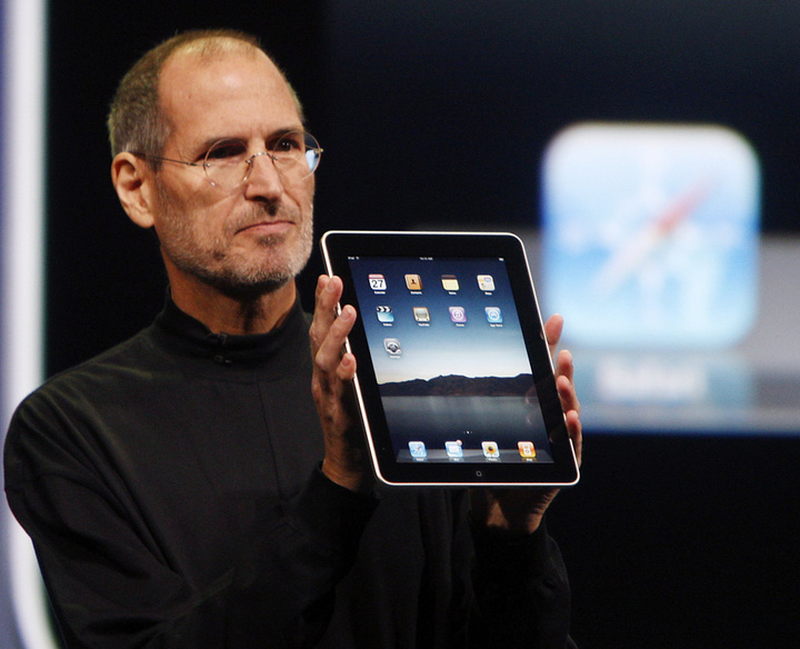 Steve-Jobs-iPad-AP