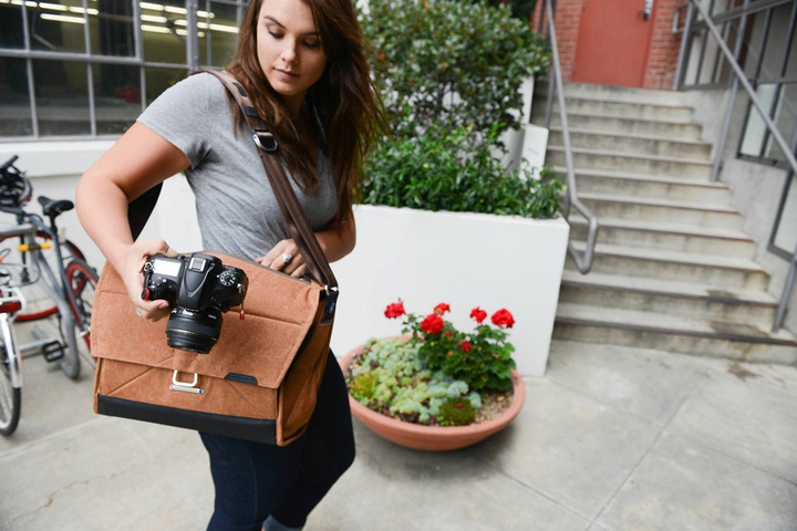 camera-bags-peak-design-everyday-messenger-camera-bag-heritage-tan-3