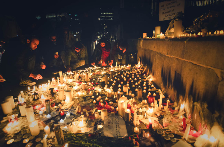 Candlelight_vigil_in_London_for_the_victims_of_the_Peshawar_school_siege
