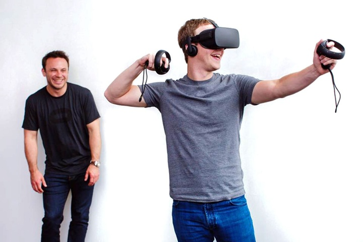 Mark-Zuckerberg-Using-Oculus-Rift