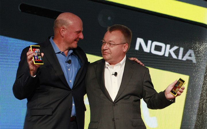 Microsoft CEO Steve Ballmer (L) and Nokia CEO Stephen Elop (R) introduce new Nokia phones with Microsoft's Windows 8 operating system at an event in New York, September 5, 2012. REUTERS/Brendan McDermid (UNITED STATES - Tags: BUSINESS TELECOMS SCIENCE TECHNOLOGY) - RTR37IU2