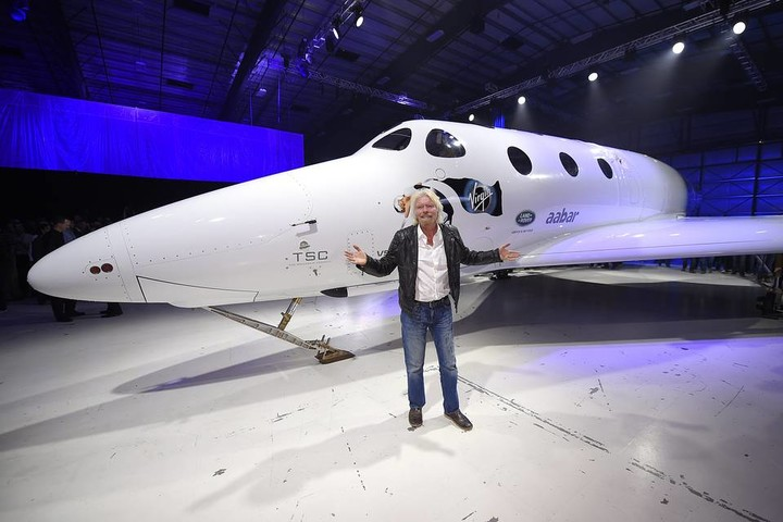 branson and his plane