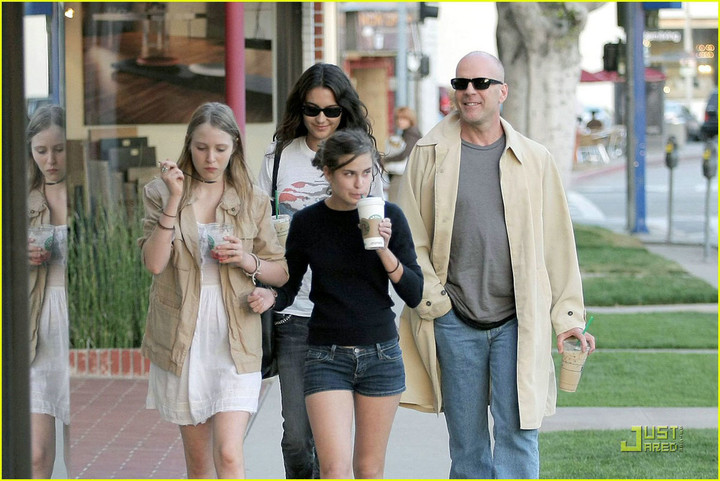 bruce-willis-and-family