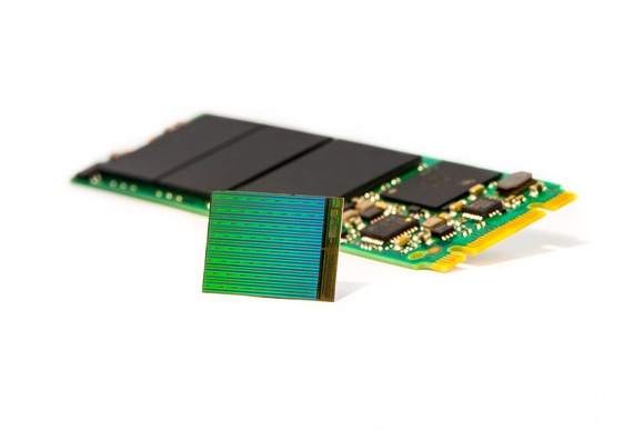 high_res_3d_nand_die_w_m2_ssd-100644226-large