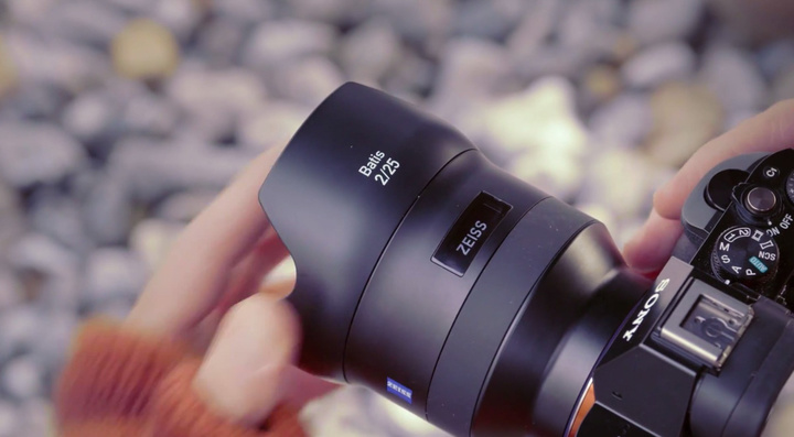 zeiss-batis-lens-OLED-display