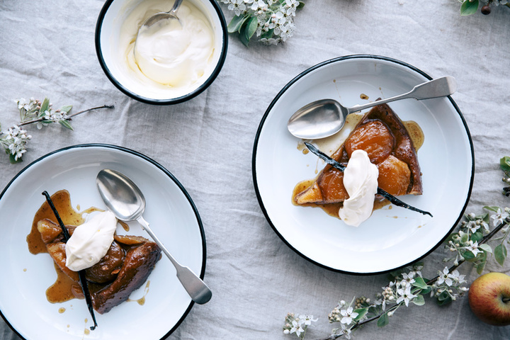 14-spelt-and-maple-apple-tarte-tatin-table