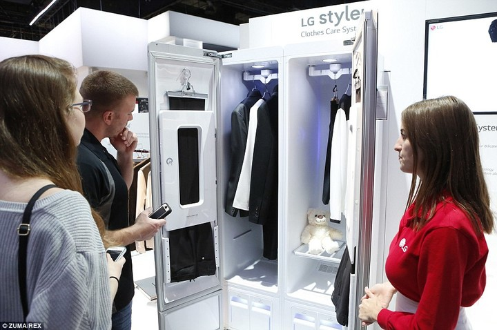24880CE900000578-0-The_LG_Styler_wardrobe_pictured_is_fitted_with_LG_s_Clothes_Care-a-81_1420820148799