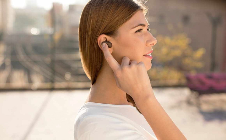 Sony_Xperia_Ear_Hero_1