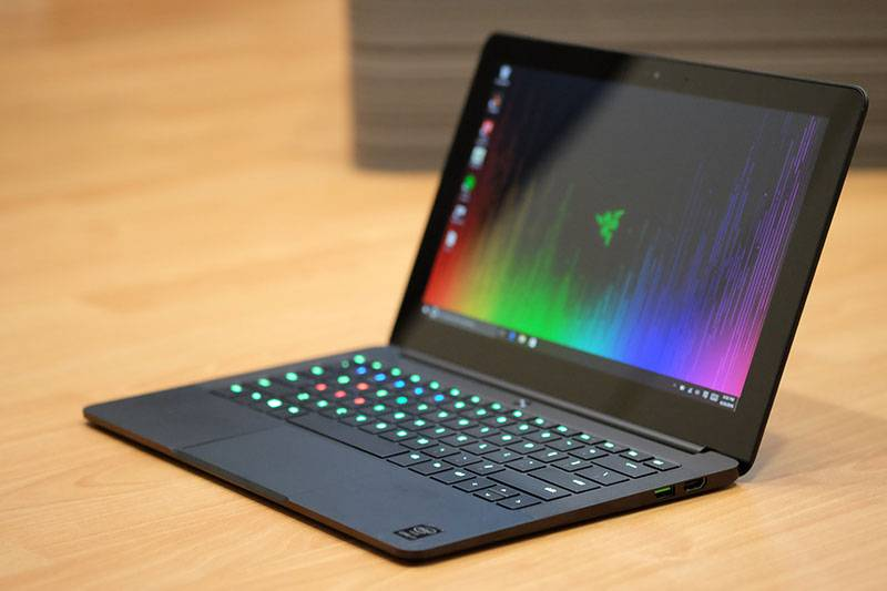 razer-blade-stealth-side_3