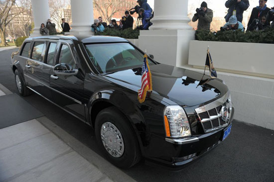 Outgoing US President George W. Bush and his successor Barack Obama depart the White House in a limousine en route to the US Capitol for Obama's inauguration as 44th US president on January 20, 2009 in Washington, DC. AFP PHOTO / Mandel NGAN (Photo credit should read MANDEL NGAN/AFP/Getty Images)