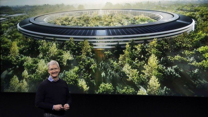 tim-cook-apple-campus-2