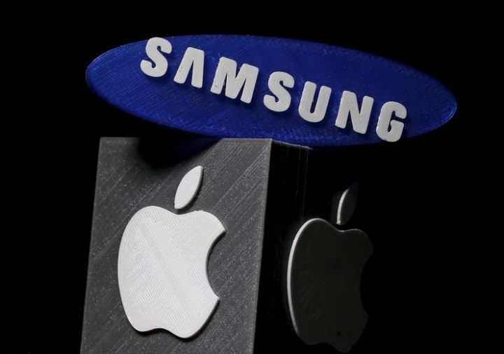 3D-printed Samsung and Apple logos are seen in this picture illustration made in Zenica, Bosnia and Herzegovina on January 26, 2016. REUTERS/Dado Ruvic