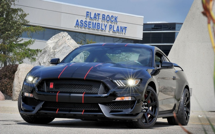 2016-ford-shelby-gt350r-mustang-at-flat-rock-assembly-plant